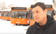 Новые современные автобусы на дорогах города