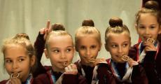 Награждение гимнасток в спортивной школе №2