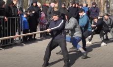 Соревнование по перетягиванию каната в парке «Победа»