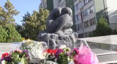 Возложение цветов в память жертвам 16 сентября 1999 года