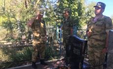 Возложение цветов на могилу Алексея Чубарова